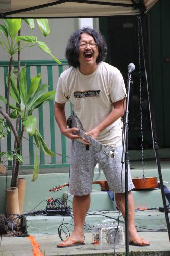 laughing uke artist