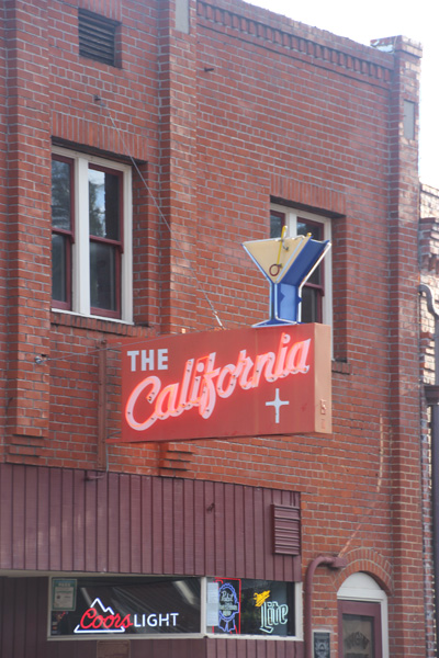 The California, a bar with some fine neon.